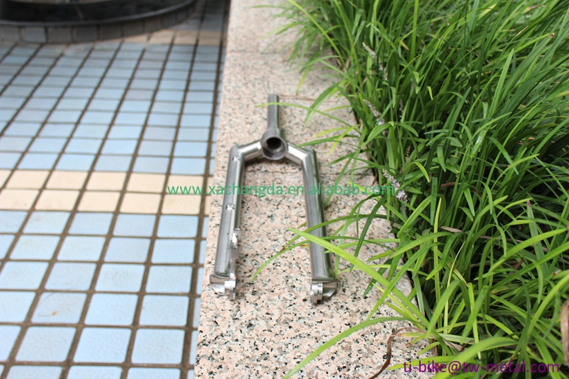 XACD titanium bike fork with axle through design